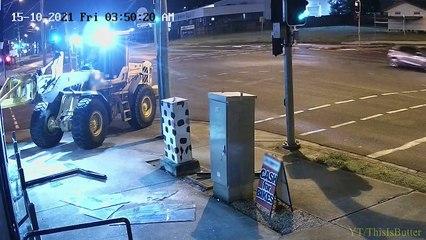 Un voyou utilise un tracteur pour voler deux motos et se fait arrêter (Australie)