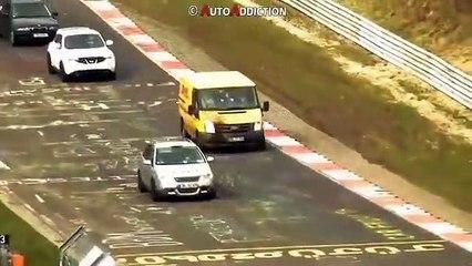 Le livreur DHL aperçu sur le Nürburgring