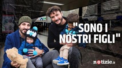 """Coppia omogenitoriale fermata in aeroporto: """"Controllavano che non avessimo rapito i nostri figli"""""""