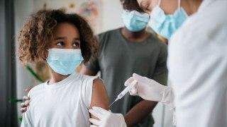 Pfizer dice que su vacuna es más del 90% efectiva contra COVID-19 en niños de 5 a 11 años