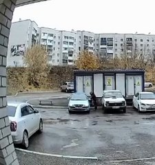 Une femme ivre prend sa voiture mais n'ira pas plus loin que son parking (Russie)