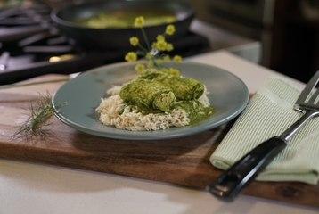 Milanesa de pollo en salsa de cilantro