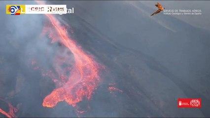 El volcán tiene ya cinco bocas que expulsan cenizas, piedras y toneladas de lava