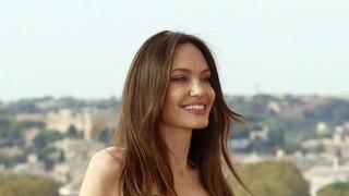 Angelina Jolie en couple avec The Weeknd ? L'actrice embarrassée par une question très indiscrète