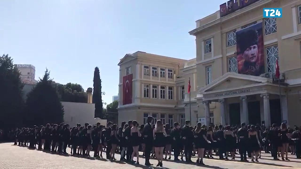 İzmir Atatürk Lisesi öğrencilerinden 'Cumhuriyet Valsi'