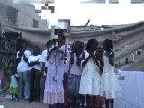 Des enfants sénégalais chantent les droits de l'enfant