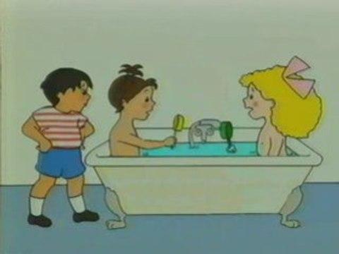 Mimi Cracra dans la baignoire