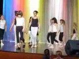 Emili danse en groupe la suite