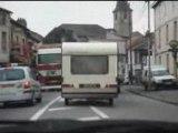 Video Course poursuite entre les flics et une caravane - cou