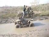 Quad dans boue