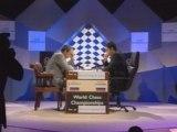 garry Kasparov qui joue aux échecs