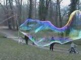 Bulles de savon géantes - Giant soap bubbles