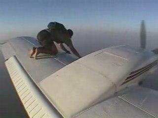 INSOLITE / EXTREME : Saut en parachute - Vidéo Dailymotion