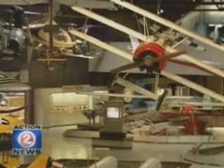 'Public Enemies ' takes over EAA  hangar