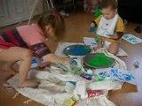 peinture aux doigts et aux pieds