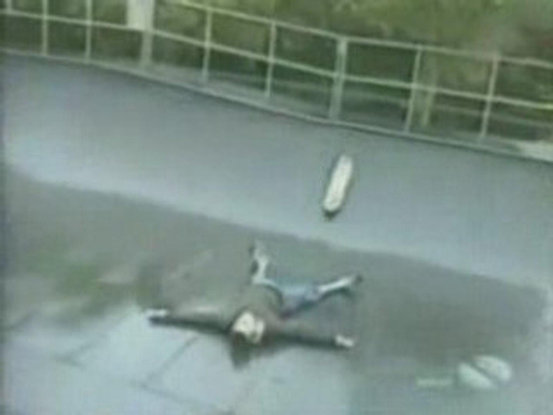 un boulet qui fait du skate