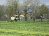 Fauchage de l'herbe avec une krone