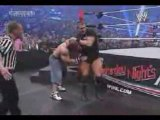 Randy Orton défonce Cena  RKO sur une chaise