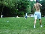 Tanis au parc avec le ballon