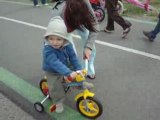 yoan 2 ans premier tour de roues en velo