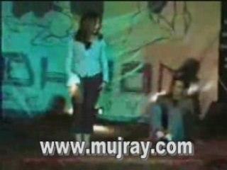 Karachi desi Girls hot stage mujra dance in school party