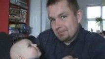 Dans les bras de papa (10/07/2009)