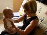 Camille fait son ptit fou avec sa mamie !