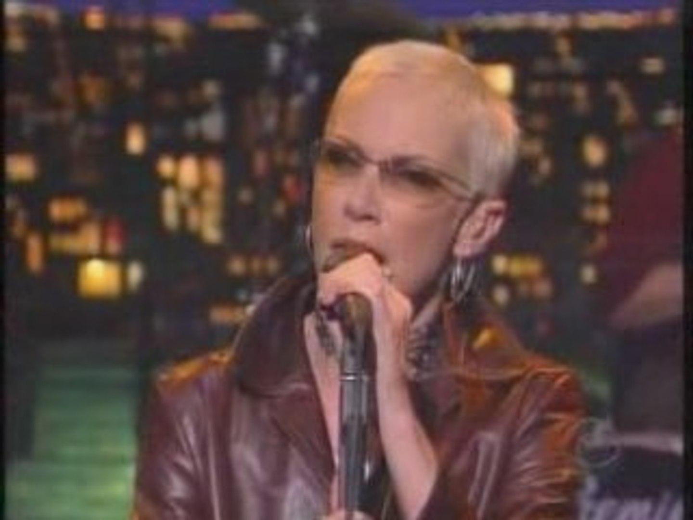 Annie Lennox - Pavement cracks [Live on Letterman 12-06-03]