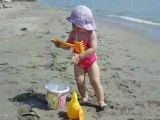 Angelina à la plage (juillet 2008) bis
