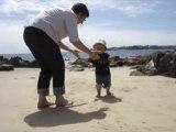 1er pas dans le sable avec mamie
