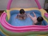 03-08-2008 Vale y Leo baño piscina