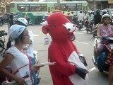 La Vache qui rit dans les rues de Saigon (Viêtnam)