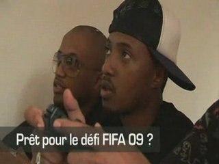 Soprano découvre le jeu avec ses potes de FIFA 09