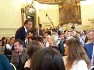 """Nikos Aliagas et les habitants du 3ème en plein """"débat"""""""