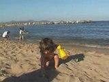 Elena 20 mois à la plage
