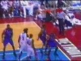 NBA BASKETBALL - Vince Carter dunks on Ben Wallace