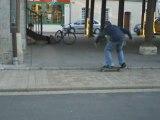 # N°1 # Pop Shove-It under a trottoir.