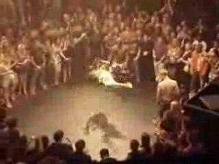 regis se met à la Capoeira