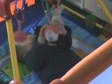 Rémi joue dans son parc
