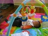 Lucas sur son Tapis d'éveil - Part 1