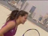 Campo da tennis nel deserto