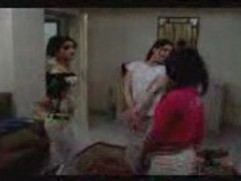 سعوديات يرقصن