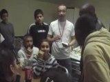 kerry james invite les jeunes a monter sur scene