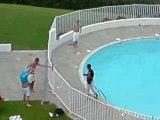 moi jeter dans la piscine par des crapule.....rien a dir
