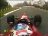 course entre f1 (shumi) ferrari et voiture simple