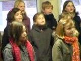 les petits chanteurs de Somain chantent le rock du père Noël