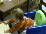 arthur joue avec mamie