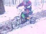 nico et aurel en teste de dirt bike 125cc dans la neige