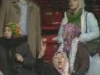 Turks jette chaussures sur Israeliennes dans un match