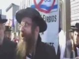 Rabbins brûlent leur passeport israëlien.....